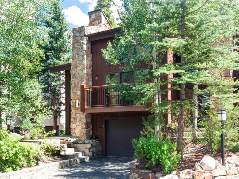 Newly Remodeled Amerind End-Unit Townhome in Warrior`s Mark - Walk to - Image 1 - Breckenridge - rentals