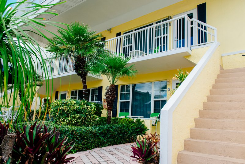 The Penthouse is located Garden Side and offers beautiful ocean views ! - Sea Spray Inn ! The Little Inn with a BIG ❤️ - Lauderdale by the Sea - rentals