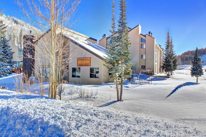 Ski in / Ski out condo w/ jetted tub, shared hot tub, & sauna! - Image 1 - Brian Head - rentals