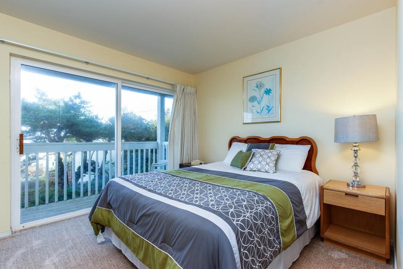 Lower-level, dog-friendly studio with ocean views - walk to the beach! - Image 1 - Lincoln City - rentals