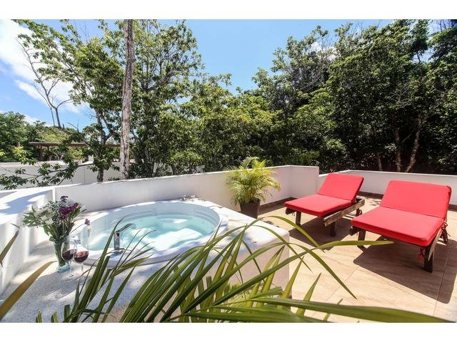 D12 Gorgeous TownHouse w/ Jetted Tub & Plunge Pool - Image 1 - Akumal - rentals