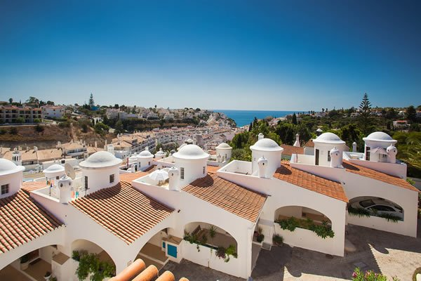 Situated just 5 mins walk from Carvoeiro - Colina Branca Larger Family Townhouse - Carvoeiro - rentals