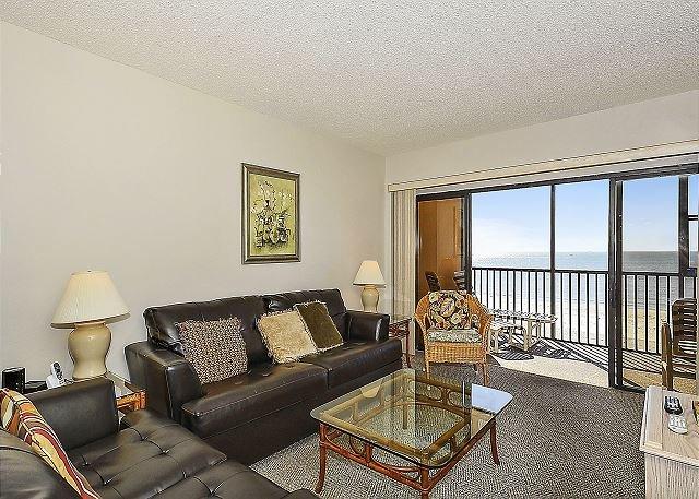 Living Area - Villa Madeira #305 - Madeira Beach - rentals