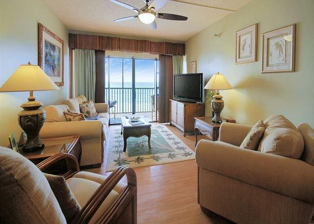 Living Area - Villa Madeira #404 - Madeira Beach - rentals