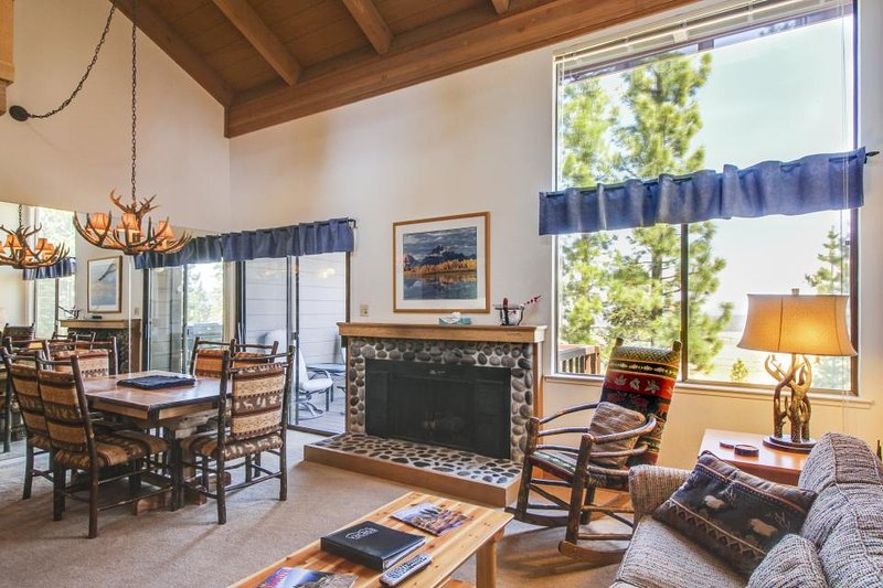 Fine lodge, access to pools, hot tub, & tennis, near skiing! - Image 1 - Truckee - rentals