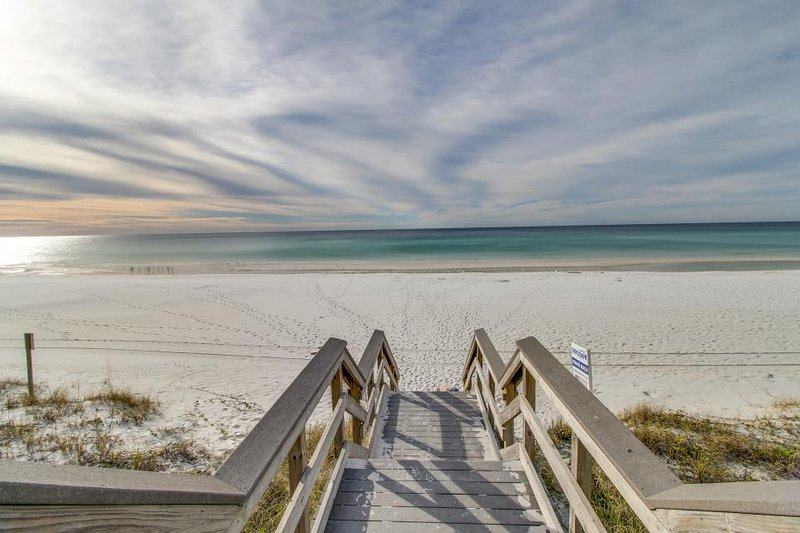 Inviting suite w/boat slip to complex marina - shared picnic area & pool! - Image 1 - Fort Walton Beach - rentals