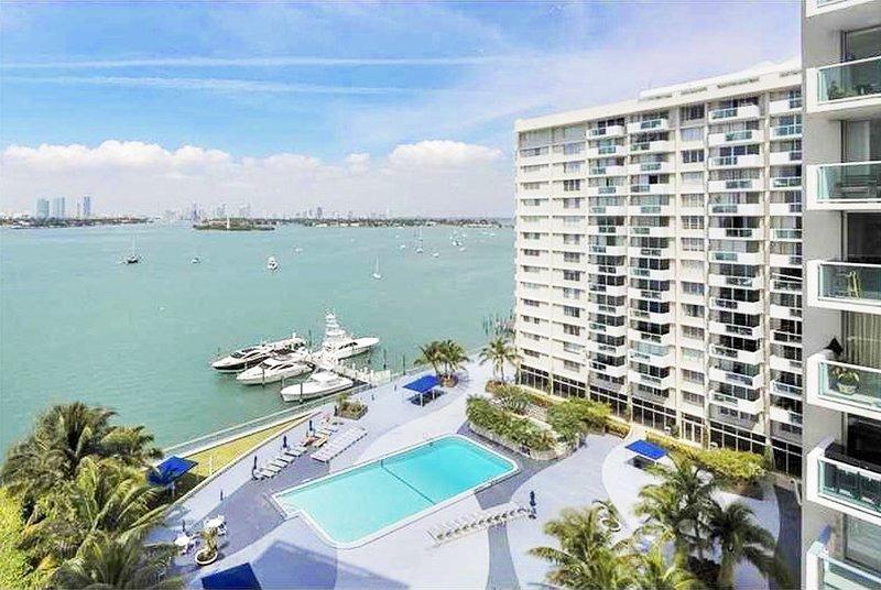 Bay/City Balcony view  - Deluxe  Luxury Bay/City view balcony Condo, free WiFi, 24 Gym, Spa. - Miami Beach - rentals