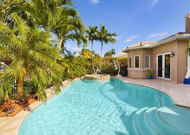 Waterfront heated pool & Jacuzzi area with some privacy - Coral Ridge Country Club - Fort Lauderdale - rentals