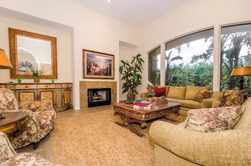 Large and Airy Living Room - Alhambra Luxury - Palm Springs - rentals