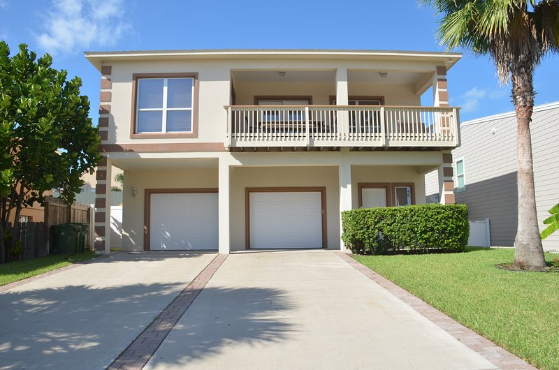 LUXURY4BDRM/3BTHRM, BILLIARD TABLE, HEATED SWIMMING POOL, 5 HOUSES TO THE BEACH - Image 1 - South Padre Island - rentals