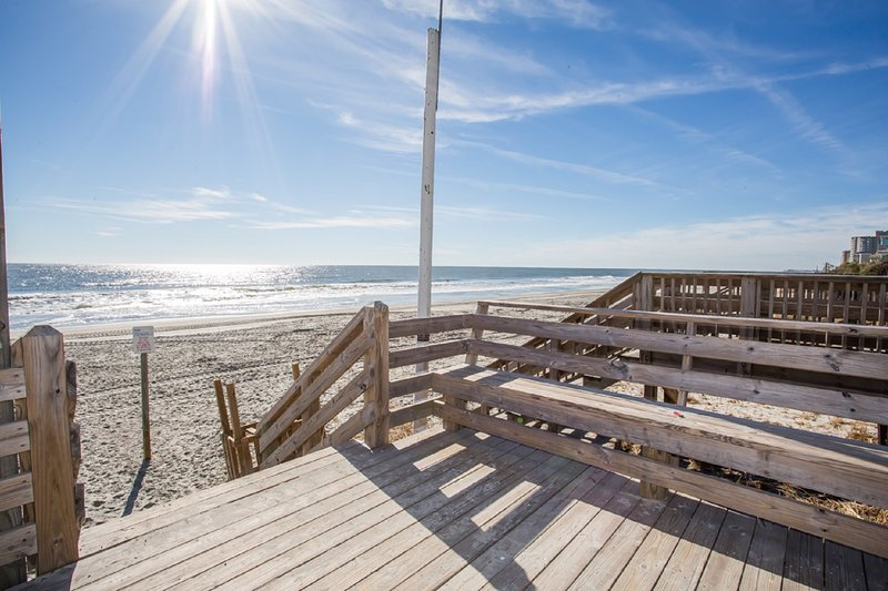 It's a glorious day to be at Annie's Getaway - walk 100 steps to the beach! - Annie's Getaway 4BR - Book 2017 Weeks NOW! - Surfside Beach - rentals