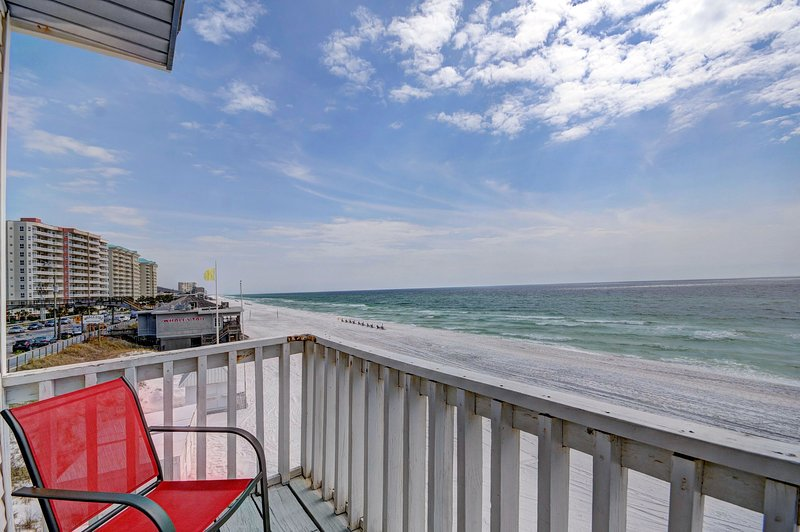 This is classic Florida vacationing at its best--there is nothing between you and the Gulf of Mexico except soft, sugar-white sand! - Gulf Sands East Unit 1 - Miramar Beach - Miramar Beach - rentals