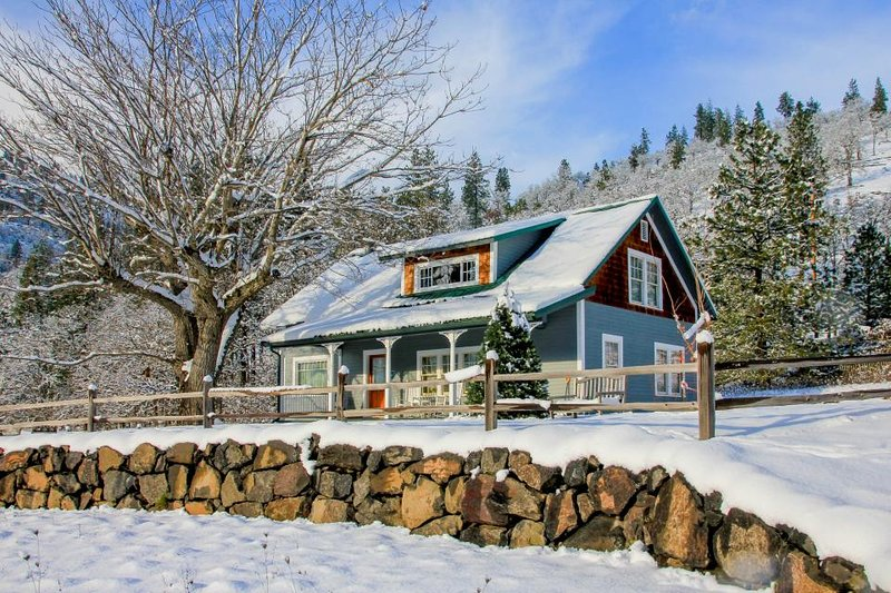 Historic waterfront farmhouse w/river access & mountain views, dogs OK! - Image 1 - Klickitat - rentals