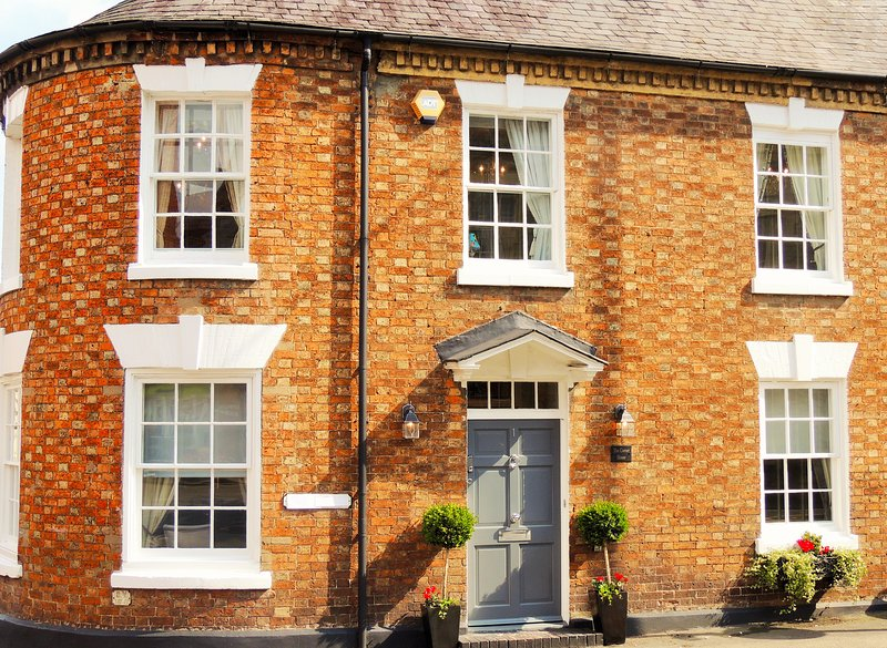 Grade II listed Georgian Property with triple aspect frontage. Positioned in the heart of the town - Elegant Georgian residence nr Stratford & Cotswold - Shipston on Stour - rentals