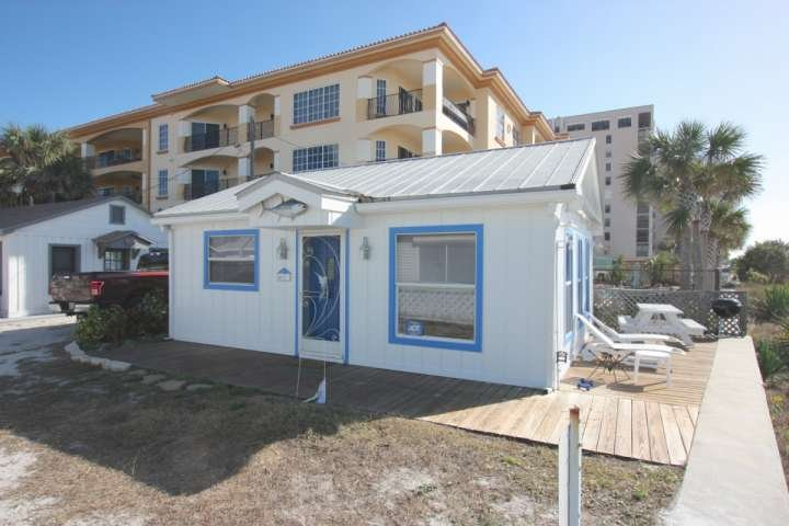 Cute cottage on the beach. - Eiko's Cottage - Indian Rocks Beach - rentals