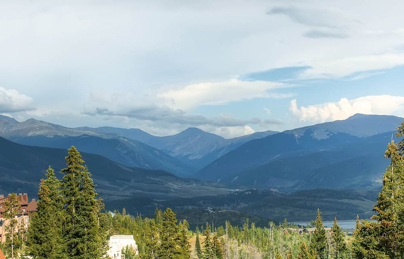 2 BR/2 BA Condo, mountain chic with spectacular views for 6 - Image 1 - Silverthorne - rentals
