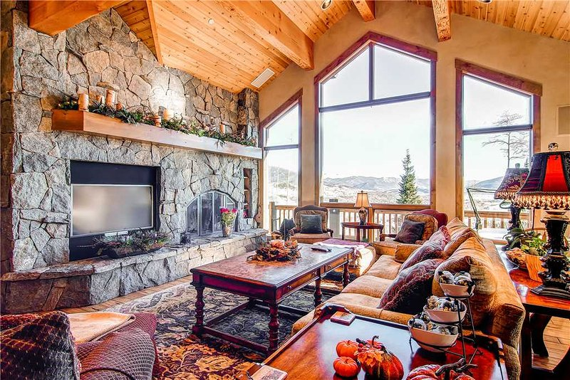 5 BR/ 4 BA second to none luxurious mountain home, sleeps 13, private hot tub, great views! - Image 1 - Silverthorne - rentals