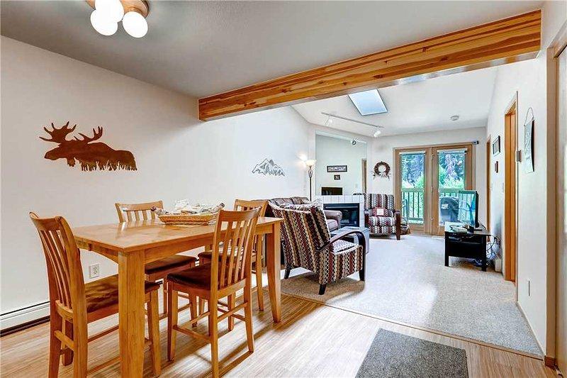 2 BR/ 2 BA bright condo, sleeps 6, convenient location on main street Frisco, pet friendly - Image 1 - Frisco - rentals