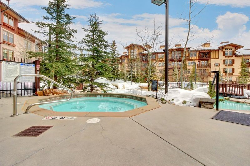 Spacious ski-in/out condo! Includes shared hot tub, pool + Club Solitude access! - Image 1 - Solitude - rentals