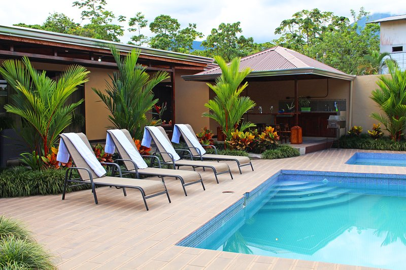 Your own private oasis just 4 blocks from town. Welcome to the Hideaway! - Fortuna's Best - Arenal 5 Star Luxury Hideaway - La Fortuna de San Carlos - rentals