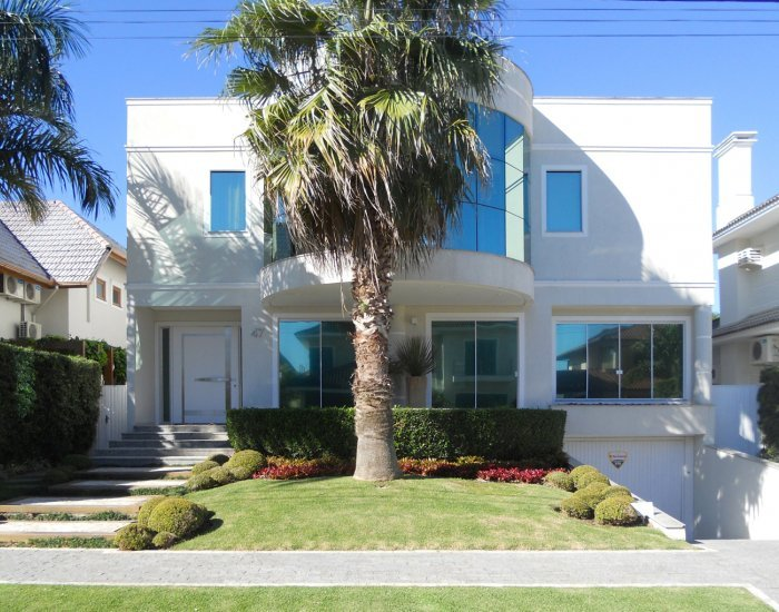 Large 5 Bedroom Home Located in Jurerê International - Image 1 - Florianopolis - rentals