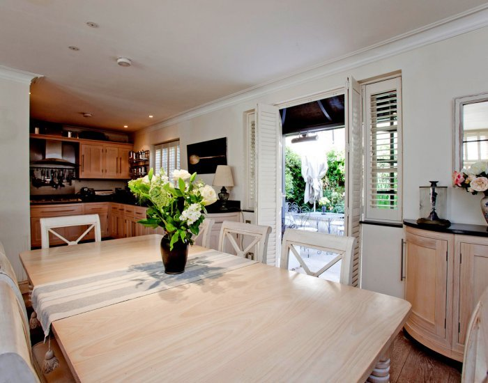 A Peaceful 4 Bedroom Mews Home in West London - Image 1 - London - rentals