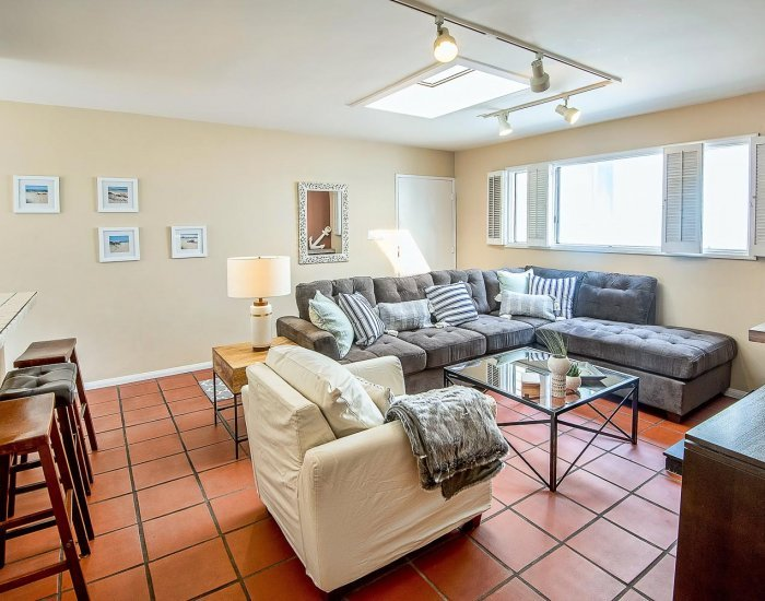 Laid Back 2 Bedroom Beach Apartment in Venice - Image 1 - Venice Beach - rentals
