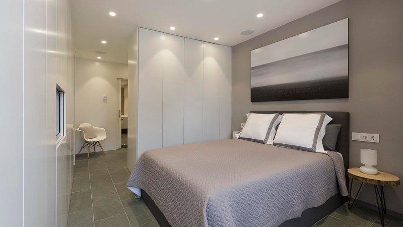 Wonderful Minimalist 2 Bedroom Apartment in Gracia - Image 1 - Barcelona - rentals