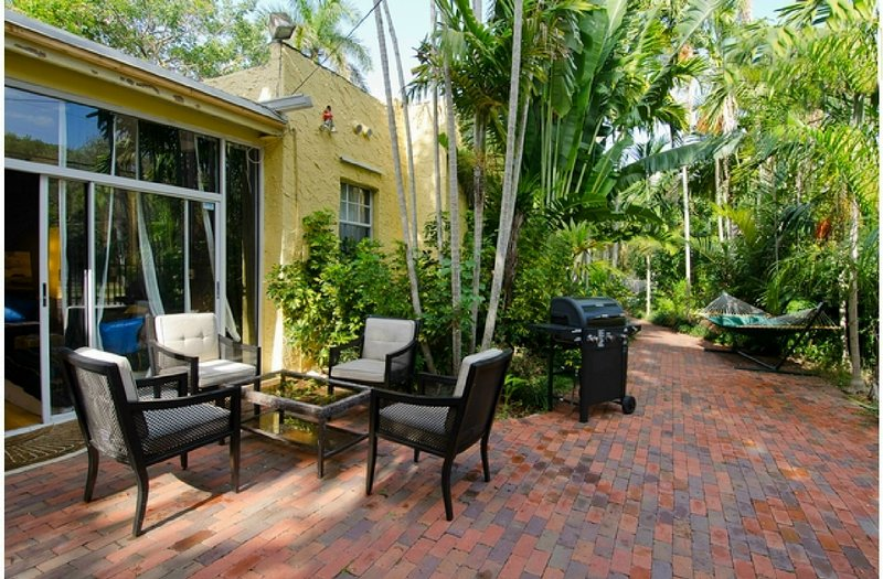 HOUSE+Garden & Terrace**No 1 Location**PROMO** Large Groups-Quick access to all - Image 1 - Coconut Grove - rentals