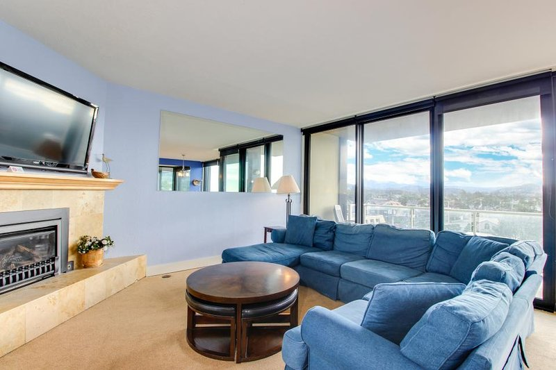 Spacious condo steps from the beach w/ shared pool & sauna, dogs welcome - Image 1 - Seaside - rentals