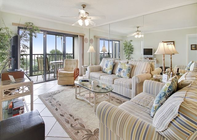 Living Area - Land's End #304 building 10 - Beach Front - Treasure Island - rentals