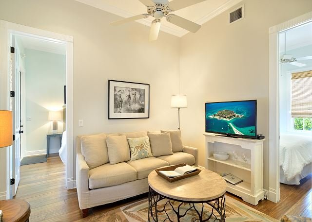 Luxury 2 Bedroom with Full Kitchen - Sleeps 4 - Walk to the Beach & Nightlife - Image 1 - Key West - rentals