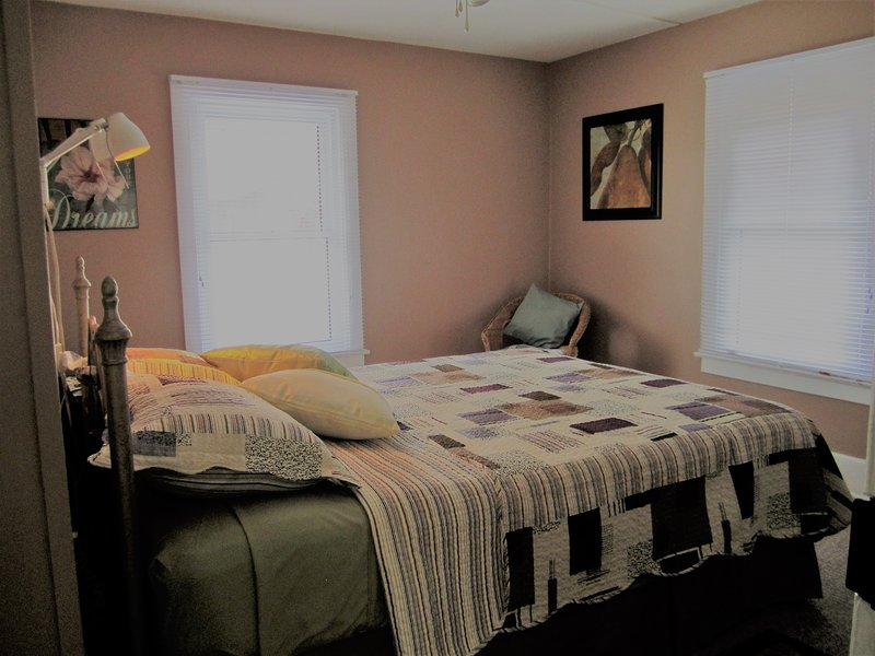 Bright, cozy, private, 1BR suite - Kingsville, ON - Image 1 - Kingsville - rentals