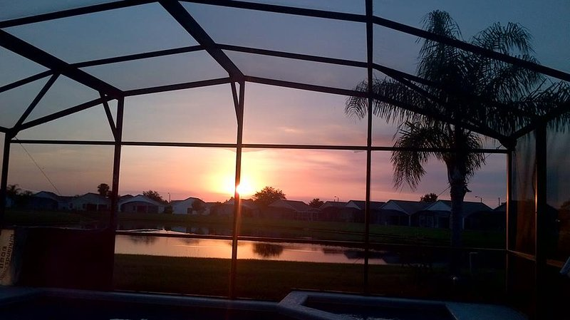 Sunset from lanai - Orlando  Luxury 3/2 Disney, Lake View S/F Pool - Orlando - rentals