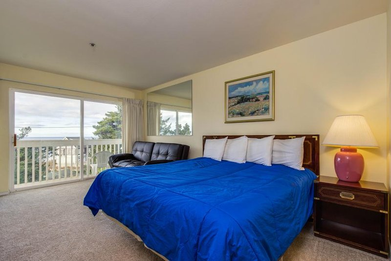 Lower-level oceanview studio with a balcony & close beach access - dogs OK! - Image 1 - Lincoln City - rentals
