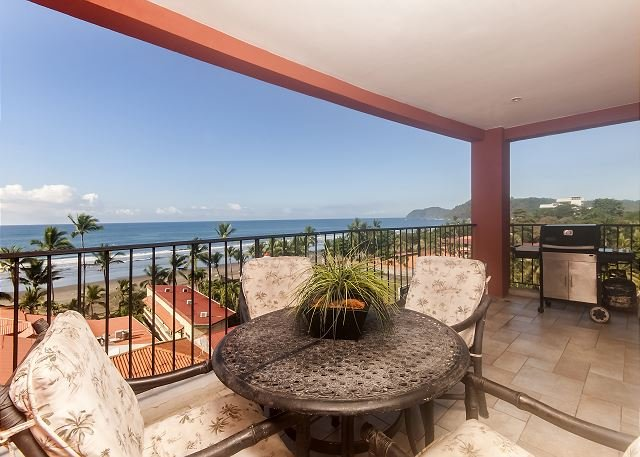 Ocean view terrace with table and gas grill - Beachfront 5th floor Ocean View Luxury Condo, 32' LCD,King,Queen,Downtown! - Jaco - rentals
