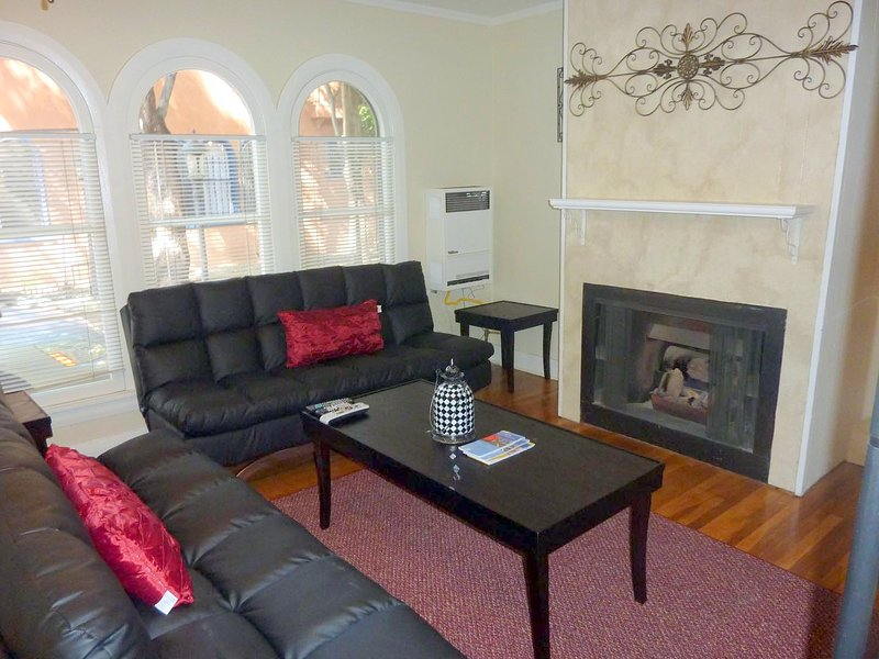 Charming Hollywood Townhome - Image 1 - Los Angeles - rentals