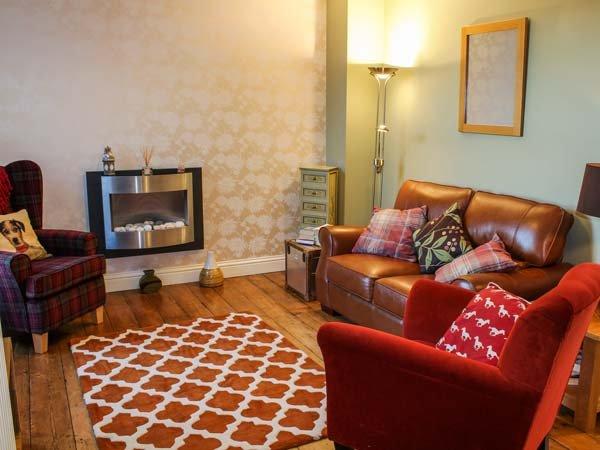 SANDY LOFT, superb terraced property, set over three floors, roll-top bath, in Hunstanton, Ref 934188 - Image 1 - Hunstanton - rentals