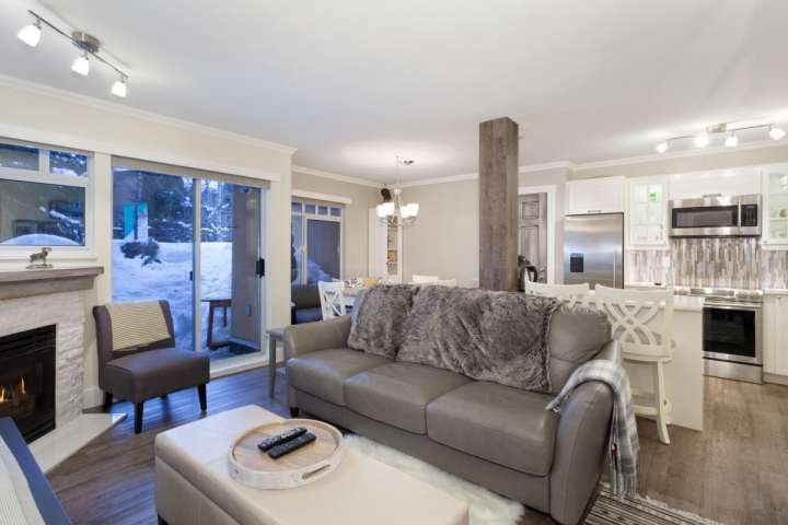 Stunning exquisite living room, leather queen sofa, gas fireplace - Stoney Creek Sunpath 1 Bedroom townhouse - Whistler - rentals