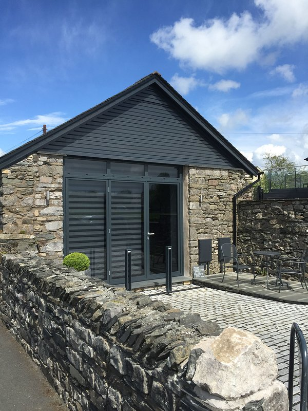 THE OLD ROLLER SHED, Cartmel, South Lakes - Image 1 - Cartmel - rentals