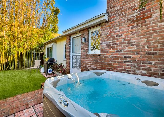 Relax in the brand new private Jacuzzi - 15% OFF APRIL DATES - Charming Cottage w/ Private Jacuzzi - Walk to Beach - La Jolla - rentals