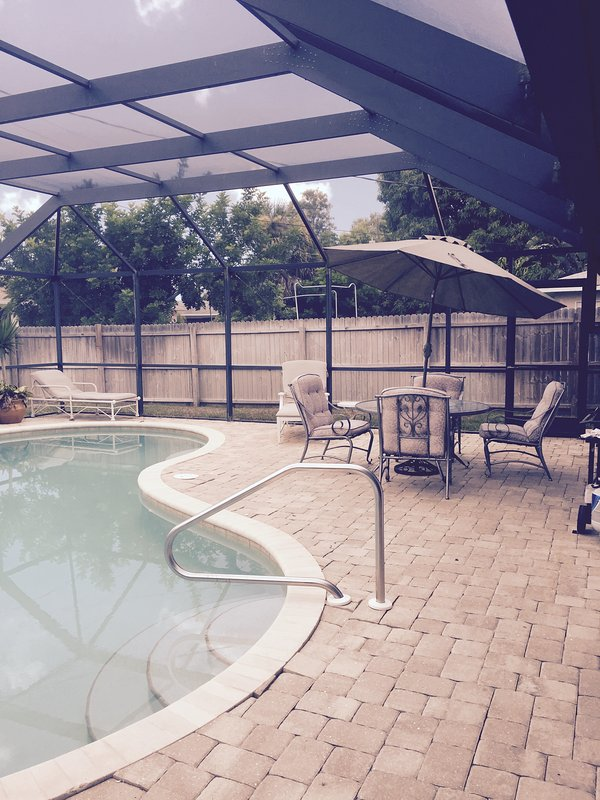 Large Private heated pool large deck with screen enclosure - Priiv 3 bedroom Pool Home Walk to  Beach - Naples - rentals