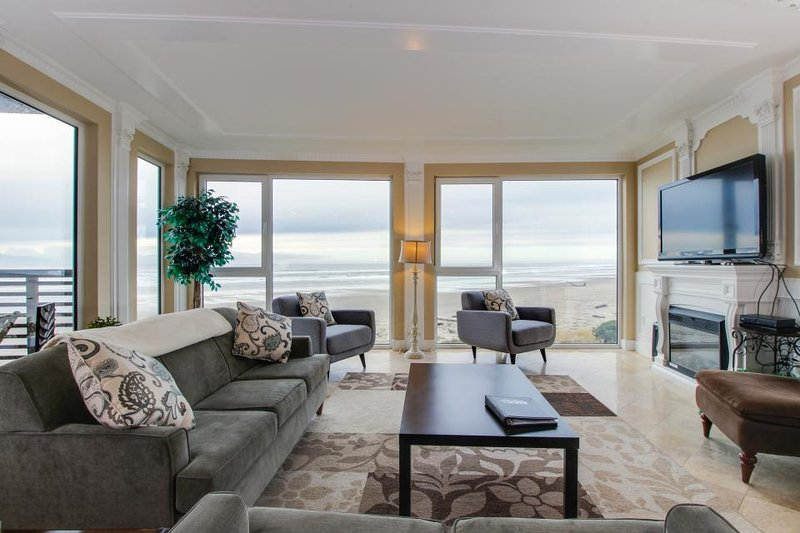 Gorgeous oceanfront condo with great sea views, shared hot tub, beach access - Image 1 - Rockaway Beach - rentals