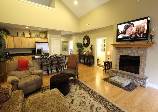 Living Area - Tuscany Hills-3 bedroom/2 bath villa located at Branson Creek! - Hollister - rentals