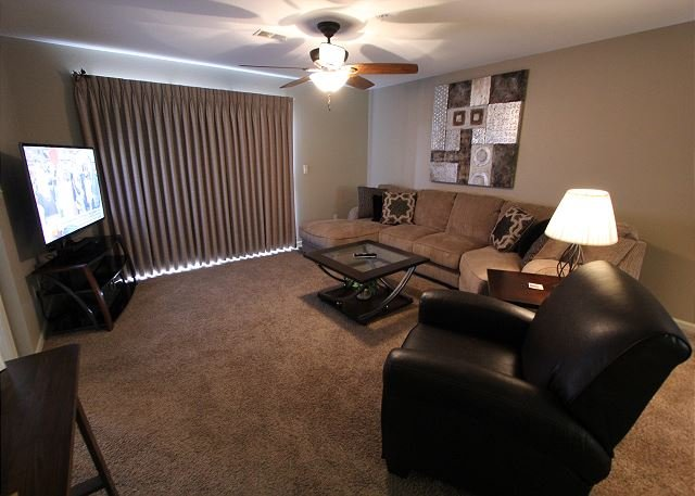 Living Area - View at the Foothills- 2 Bedroom, 2 Bath Condo in the Heart of Branson - Branson - rentals