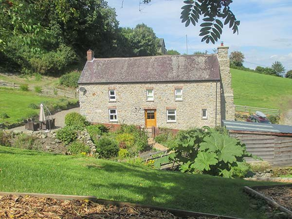 CWMLLECHWEDD UCHAF, detached, Grade II listed farmhouse, peaceful, country location, two woodburners, WiFi, near Llanilar, Ref 918593 - Image 1 - Llanilar - rentals