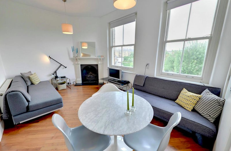 bright and spacious lounge and dining room - Stylish Designer Apartment in Central London - London - rentals