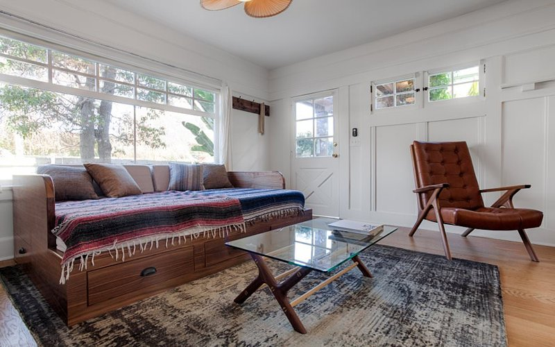 MODERN AESTHETIC FURNISHED 1  BATHROOM STUDIO APARTMENT - Image 1 - Venice Beach - rentals