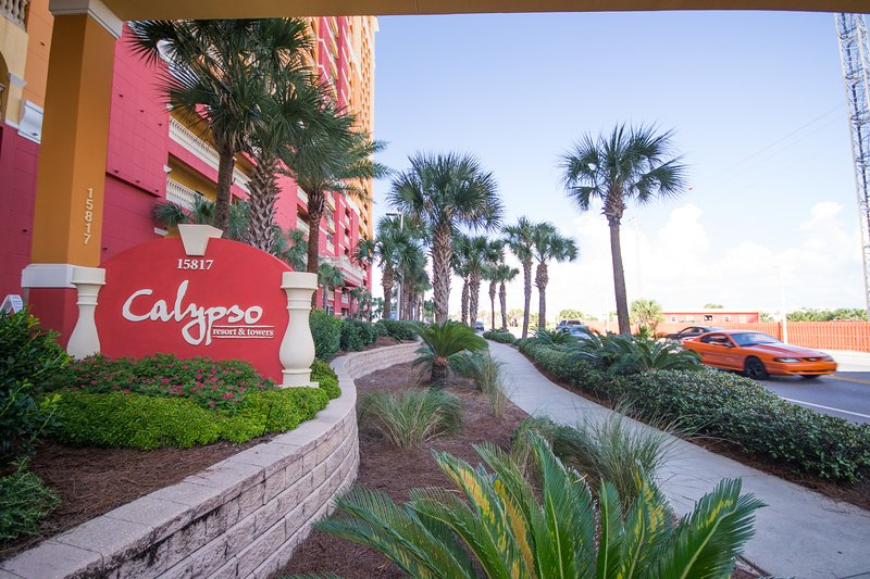 Calypso Resort and Towers Panama City Beach Florida Closest Resort to Pier Park! - 2 Bedroom and Bunkroom with 4 Beach Chairs/2 Umbrellas at Calypso Resort - Panama City Beach - rentals