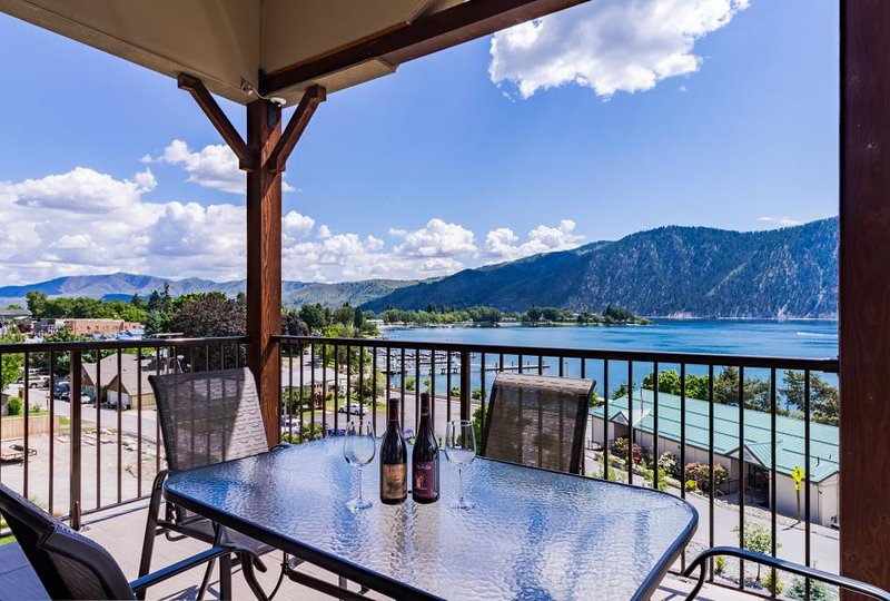 Modern condo w/ lake view, shared pool & hot tub - nearby beach access! - Image 1 - Manson - rentals